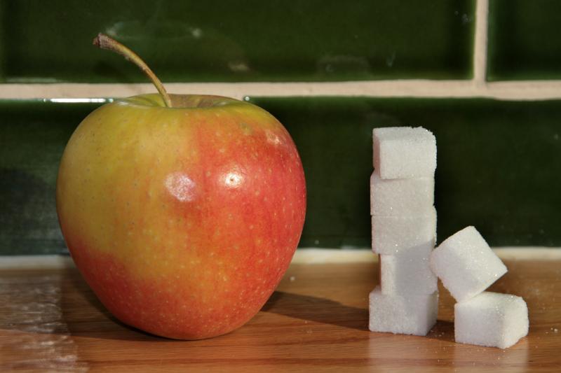 Apfel mit Menge des enthaltenen (Frucht-) Zuckers